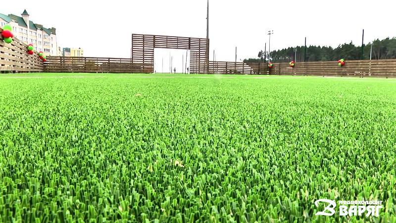 Футбольное поле - фото